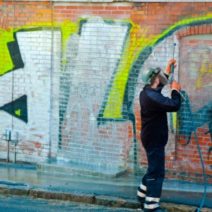 graffiti cleaning removal 300x300 - graffiti-cleaning-removal